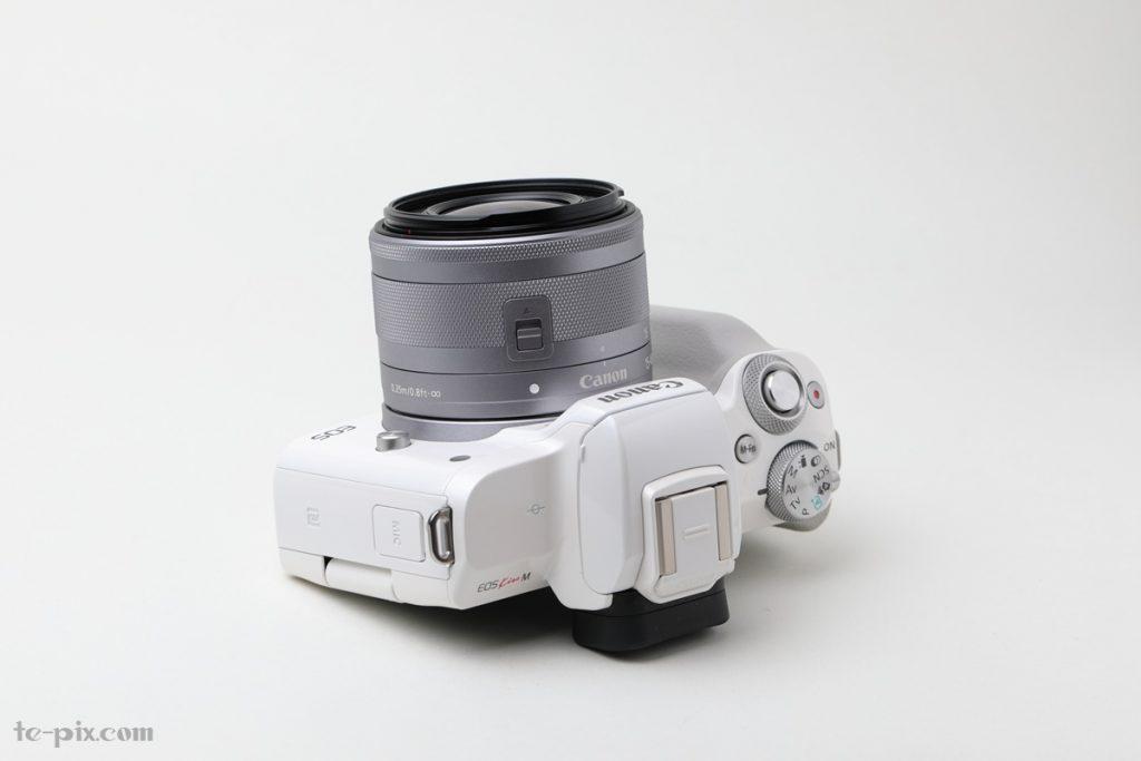 Canon EOS Kiss Mの沈胴式レンズ