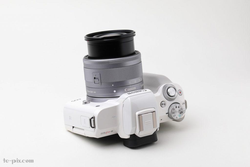 Canon EOS Kiss Mのレンズを伸ばしたところ